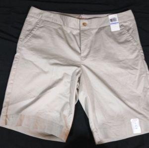 Ladies Dockers shorts size 18
